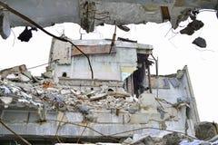 被毁坏的工厂厂房的遗骸 免版税库存照片