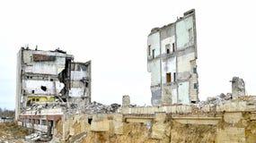 被毁坏的工厂厂房的遗骸 库存照片