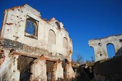 被毁坏的工厂墙壁 库存图片