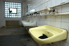 被毁坏的洗手间 图库摄影