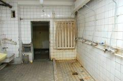 被毁坏的洗手间 库存图片