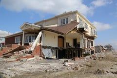 被毁坏的海滨别墅在飓风桑迪以后的四个月 免版税库存图片