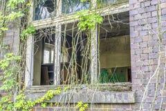 被毁坏的玻璃窗 图库摄影