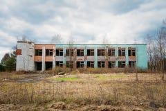 被毁坏的被放弃的议院在切尔诺贝利中 免版税库存照片