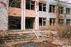 被毁坏的被放弃的议院在切尔诺贝利中 库存图片