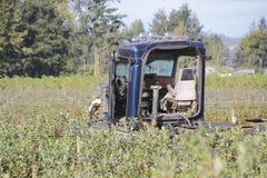 被毁坏的被破坏的半拖车 免版税图库摄影