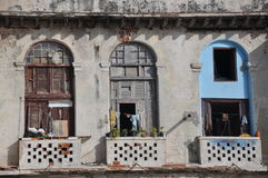 被毁坏的阳台在哈瓦那,古巴 免版税库存图片