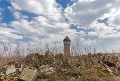 被毁坏的水塔 库存图片