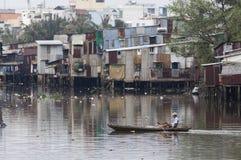 被污染的河 免版税库存图片