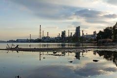 被污染的河 免版税图库摄影