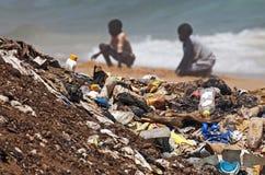 被污染的海滩 库存图片