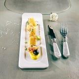 被油炸的软制乳酪用芒果调味汁 免版税库存图片