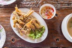 被油炸的鱼用辣调味汁& x28; 泰国food& x29; 库存照片