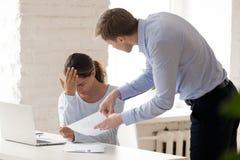 被注重的妇女从她的上司得到责骂 免版税库存照片