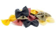 被洗染的farfalle意大利面食rigate 库存照片