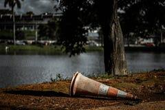 被浪费的垃圾在Pampulha 免版税库存照片