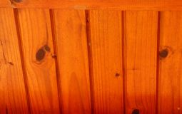 被涂清漆的木屋顶 库存图片