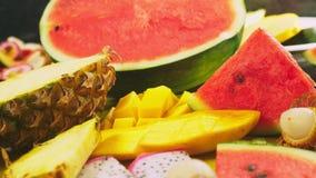 被混合的热带水果,特写镜头 切的新鲜水果 背景 影视素材