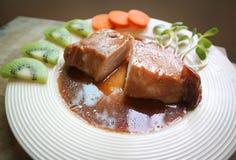 被炖的猪肉或烤肉 库存照片