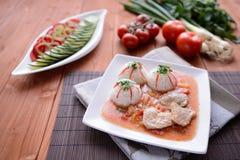 被炖的猪肉用白米和调味汁 库存照片