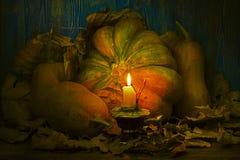 被点燃的南瓜蜡烛 免版税库存图片