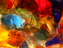 后面被点燃的彩色玻璃特写镜头  免版税库存图片