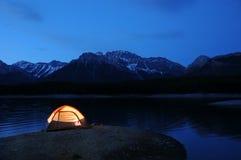 被点燃的帐篷 免版税库存照片