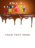被点燃的生日快乐在巧克力蛋糕的蜡烛 库存图片