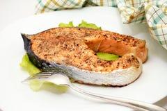 被烘烤的三文鱼 库存图片