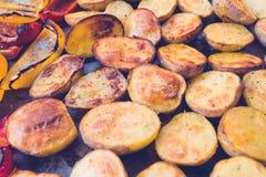 被烘烤的可口土豆 免版税图库摄影