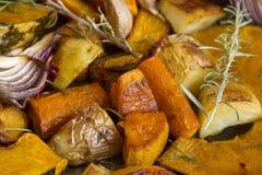 被烘烤的土气蔬菜 图库摄影