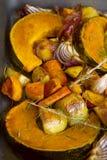 被烘烤的土气蔬菜 库存图片