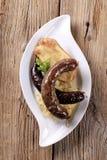 被烘烤的土豆德国泡菜香肠 库存照片