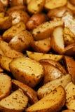 被烘烤的土豆楔子 免版税库存照片