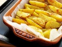 被烘烤的土豆片 免版税图库摄影