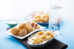 被烘烤的土豆用乳酪,土豆焦干酪 免版税图库摄影
