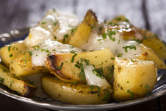 被烘烤的土豆用大蒜 库存图片