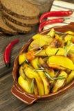 被烘烤的土豆用迷迭香 库存图片