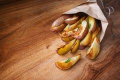 被烘烤的土豆迷迭香 库存图片