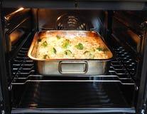 被烘烤的意大利面食 库存照片
