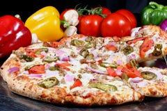 被烘烤的新鲜的烤箱piza 免版税库存照片
