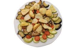 被烘烤的查出的牌照蔬菜 免版税库存照片