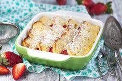 被烘烤的法式多士用草莓 库存图片