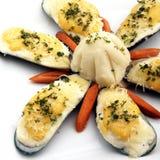 被烘烤的淡菜用干酪 图库摄影