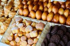 被烘烤的物品、面包店、照片象基本的食物的,生气勃勃和货物种类品种  库存照片