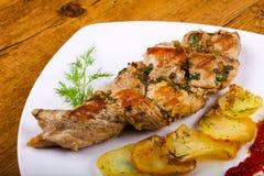 被烘烤的猪肉用土豆 免版税库存照片