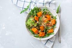 被烘烤的红萝卜简单的沙拉  免版税库存图片