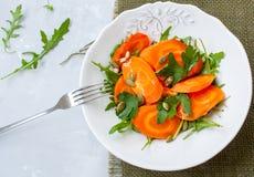 被烘烤的红萝卜简单的沙拉  库存照片