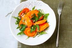 被烘烤的红萝卜简单的沙拉  免版税图库摄影