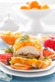 被烘烤的肉饼充塞用苹果和李子,装饰的蜜桔蜜饯 茴香圣诞节叉子节假日例证菜单桔子向量 免版税库存图片